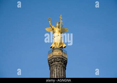 """Statue de la déesse victoire romaine Viktoria - dans la langue vernaculaire """"Goldelse"""" mentionné - sur la colonne de la victoire à la grande"""