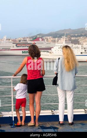 Les touristes en ferry / Patras Banque D'Images