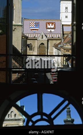 Kroatien Zagreb Zagreb Kirche St Markus vom Stadtturm aus Croatie l'église St Markus à Zagreb vu de la tour de la ville