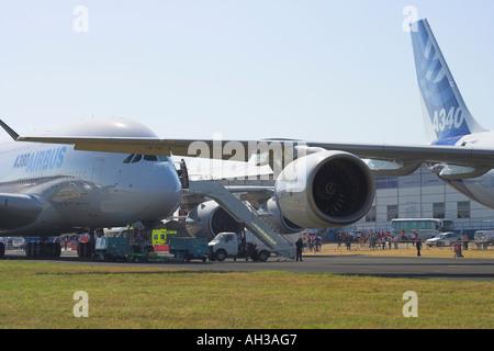 Airbus A340 600 a380 avec arrière derrière Banque D'Images