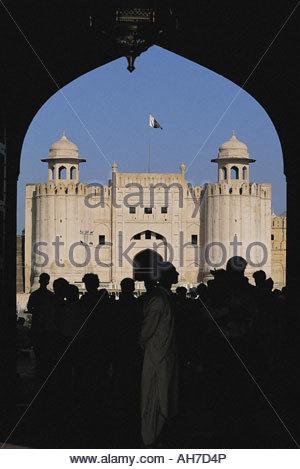 Le Pakistan, Lahore, Punjab, fort, arch et Alamgiri Gate Banque D'Images