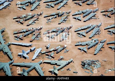 Boeing B-52s antenne à diverses étapes de démontage à l'aéronef, boneyard Davis Monthan Air Force Base, Tucson, Arizona