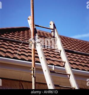 Les échafaudages sur toit de maison Banque D'Images