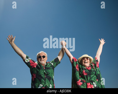 Senior couple with arms raised Banque D'Images