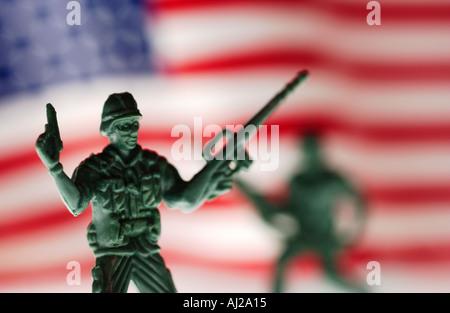 Les soldats de l'Armée de jouets avec le drapeau américain Banque D'Images