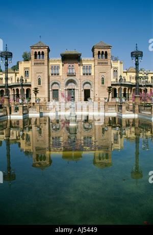 Pavillon mudéjar Plaza de Las Americas parc Maria Louisa Séville Andalousie Espagne