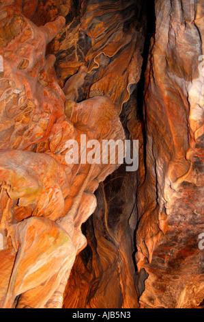 Grotte rock formations de stalactites et stalagmites, Cheddar Gorge, England, UK. Banque D'Images
