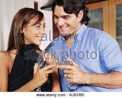 Couple avec un verre de vin Banque D'Images