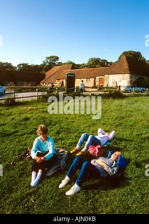 Sept Sœurs Sussex Country Park de femmes par K6 téléphone fort sur le bord de downland Banque D'Images