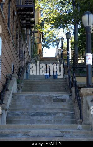 215e de l'ouest de l'escalier de la rue street dans le quartier de New York d'Inwood dans Upper Manhattan Banque D'Images