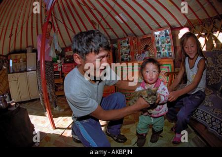 L'intérieur de la famille habitation traditionnelle mongole yourte. Aimag Bayankhongor, Mongolie