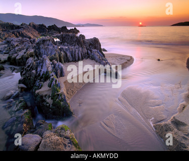 IE - CO.CORK: Coucher de soleil sur la baie d'Allihies Banque D'Images
