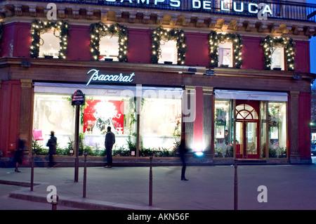 Paris France, les magasins de luxe, cristal de Baccarat, illuminé la nuit, vitrine Banque D'Images