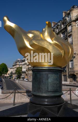 Flamme de la liberté près du Pont d'Alma Paris par le tunnel où la princesse Diana a perdu la vie dans un accident de voiture en 1997