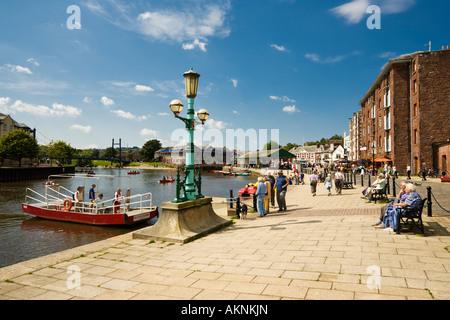 Exeter quay - Butts Ferry traversant la rivière Exe, Devon UK en été
