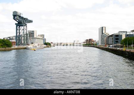 Vue vers l'Est le long de la rivière Clyde Glasgow city centre Banque D'Images