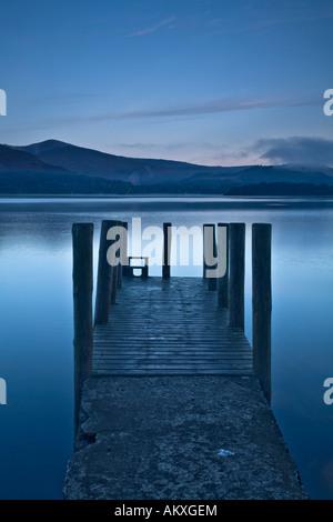 Embarcadère à l'aube du Derwent Water Lake District, Cumbria Banque D'Images