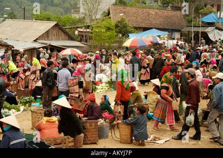 Marché ethnique Hill Tribe, Bac Ha, Vietnam Banque D'Images