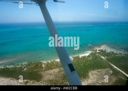 Vue aérienne de la petite Hope Bay Lodge, Fresh Creek, Andros, Bahamas, Caraïbes Banque D'Images