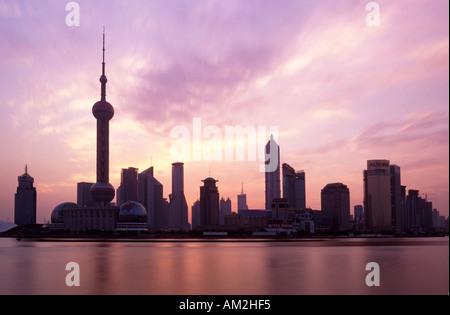 Shanghai Skyline vue sur la rivière Huangpu, Chine Banque D'Images