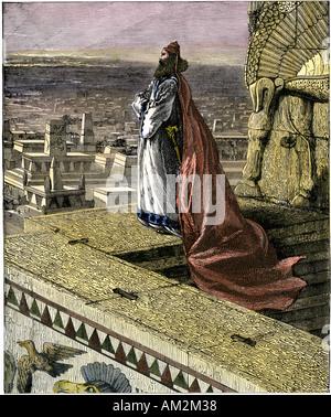 Le roi Nebucadnetsar II sur la ville de Babylone, 8e siècle avant J.-C.. À la main, gravure sur bois Banque D'Images