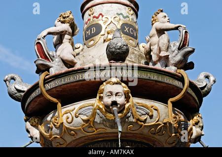 Détail de l'historique st. Peter fontaines, place principale du marché, Trèves, Rhénanie-Palatinat, Allemagne Banque D'Images