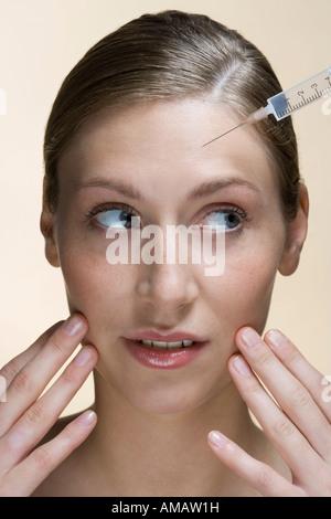 Une femme ayant un botox injection