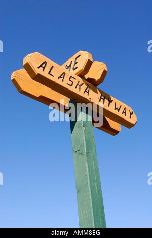 Route de l'Alaska Hiway marqueur signe Territoire du Yukon Yukon Canada Banque D'Images