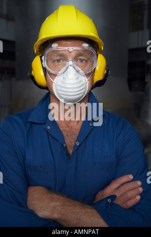Worker Wearing Protective Gear Banque D'Images