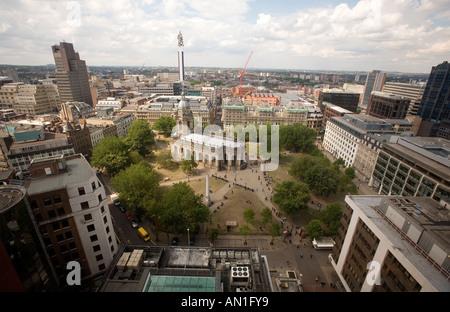 Une vue de la cathédrale St Philippe dans le centre du quartier d'affaires de Birmingham England UK Banque D'Images
