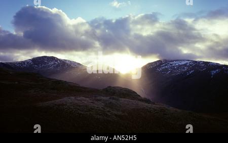 Une vue de l'hiver de Scarfell Pike en Cumbria. Banque D'Images