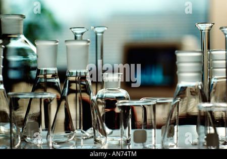 Verrerie composé de béchers et flacons de laboratoire pharmaceutique, USA., Banque D'Images