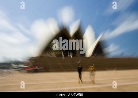 Les touristes à l'Opéra de Sydney, Nouvelle Galles du Sud en Australie Banque D'Images