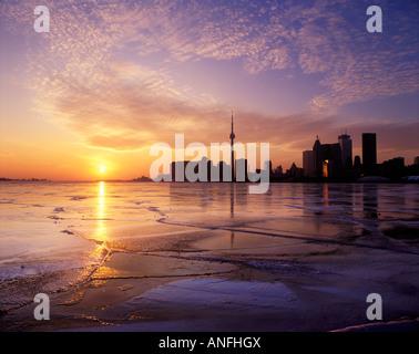 Hiver coucher de soleil sur Toronto, Ontario, Canada. Banque D'Images