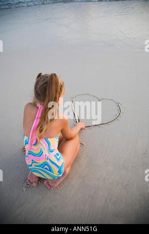 Dessin fille coeur dans le sable, Florida, United States Banque D'Images