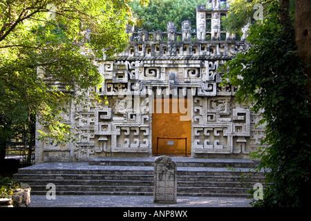 Ruine Aztèque, reconstruit au Musée National d'anthropologie de Mexico Mexique Banque D'Images