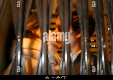 Couple sur un vendredi soir dans le West End de Londres publié Modèle Rickshores JUSTIN LEIGHTON Banque D'Images