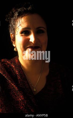 Feriaba l'une des premières femmes à obtenir leur diplôme de l'école de Kaboul Banque D'Images