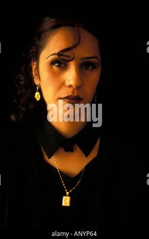 Nazira l'une des premières femmes à obtenir leur diplôme de l'école de Kaboul Banque D'Images