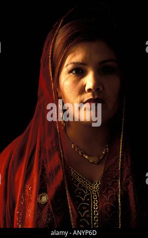 Lailoma l'une des premières femmes à obtenir leur diplôme de l'école de Kaboul Banque D'Images