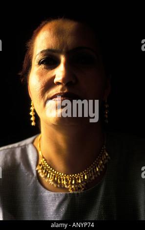 Farida l'une des premières femmes à obtenir leur diplôme de l'école de Kaboul Banque D'Images