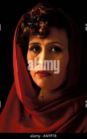 Shaima l'une des premières femmes à obtenir leur diplôme de l'école de Kaboul Banque D'Images