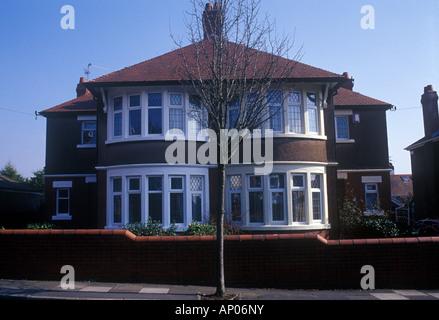 Cardiff, Glamorgan, Pays de Galles du Sud Royaume-uni maison mitoyenne de style banlieue maison construite en briques Banque D'Images