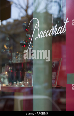 Europe, France, Paris, Place de la Madeleine: Fenêtre de détail Magasin en cristal de Baccarat. Banque D'Images