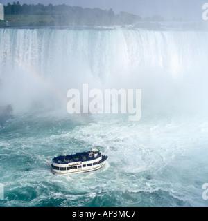 Maid of the Mist bateau de croisière, Niagara Falls, Ontario, Canada Banque D'Images