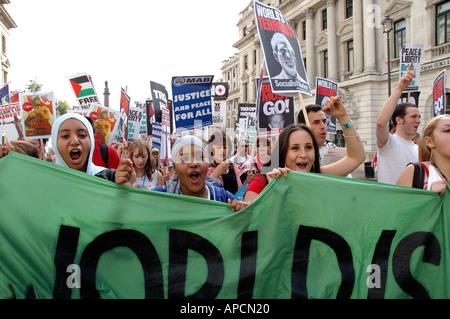 Manifestation de protestation dans le centre de Londres contre l'occupation de l'Iraq Octobre 2005 et politique Banque D'Images