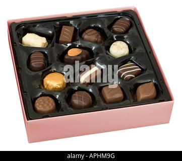 Boîte de chocolats belges rose isolated on white Banque D'Images