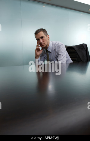 Upset businessman dans son bureau Banque D'Images