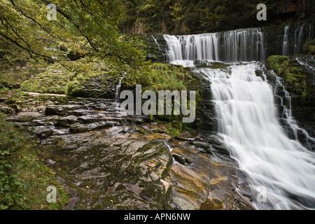 Sgwd Clyn-Gwyn chutes d'eau et la géologie, le Parc National des Brecon Beacons, Powys, Wales
