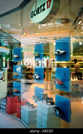 c0345fef27ea40 Sept 26, 2003 - Chaussures 17 Gortz à Gaensemarkt sortie dans la ville  allemande de